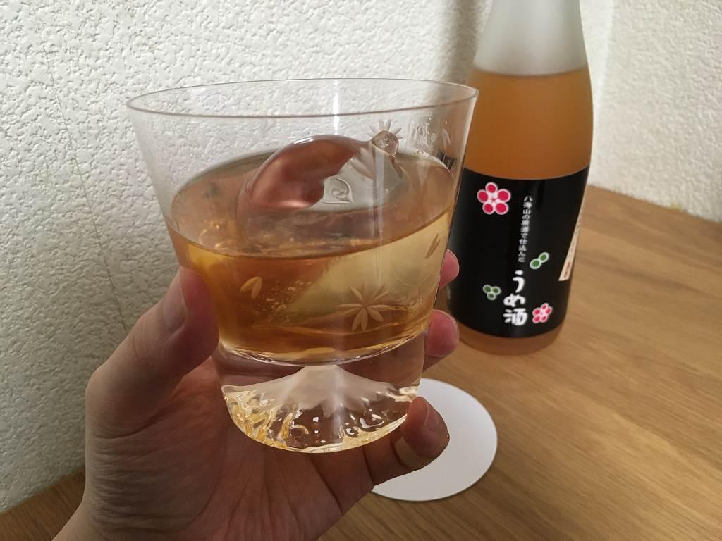 ロックで飲む八海山の梅酒